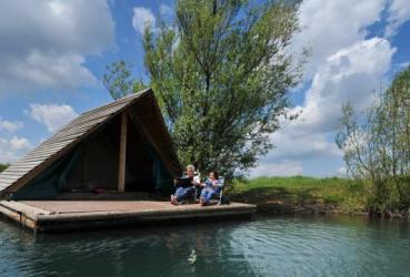 Campen auf dem Floß in Stokkem